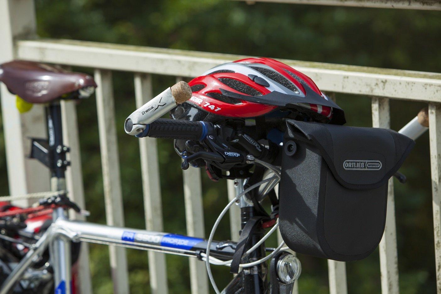 Fahrradfahrerin am Glan-Blies-Radweg