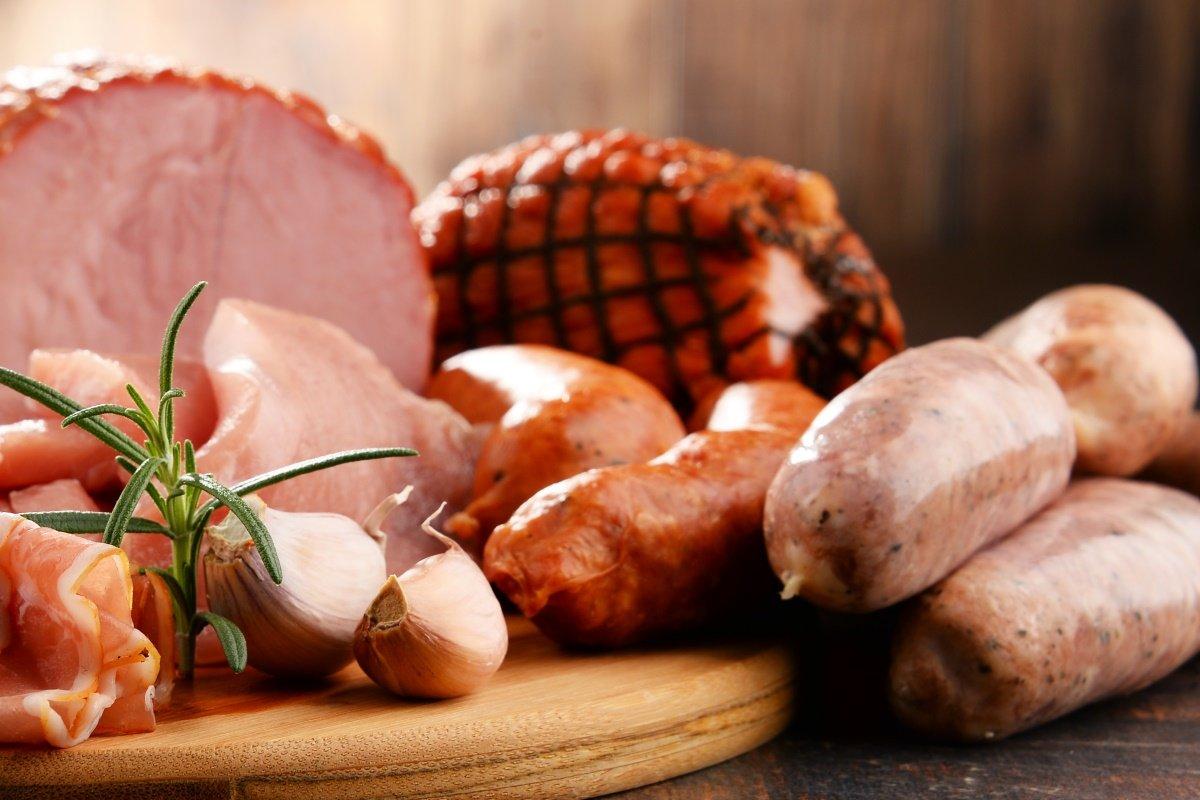 Verschiedene Fleischprodukte einschl. Schinken und Wurstwaren