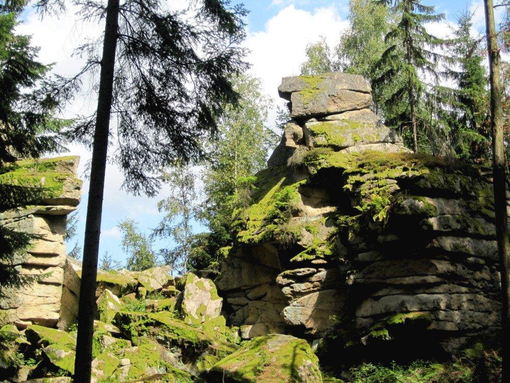Die sagenumwobene Felsgruppe Teufelsmühle bei Rattenberg im Bayerischen Wald