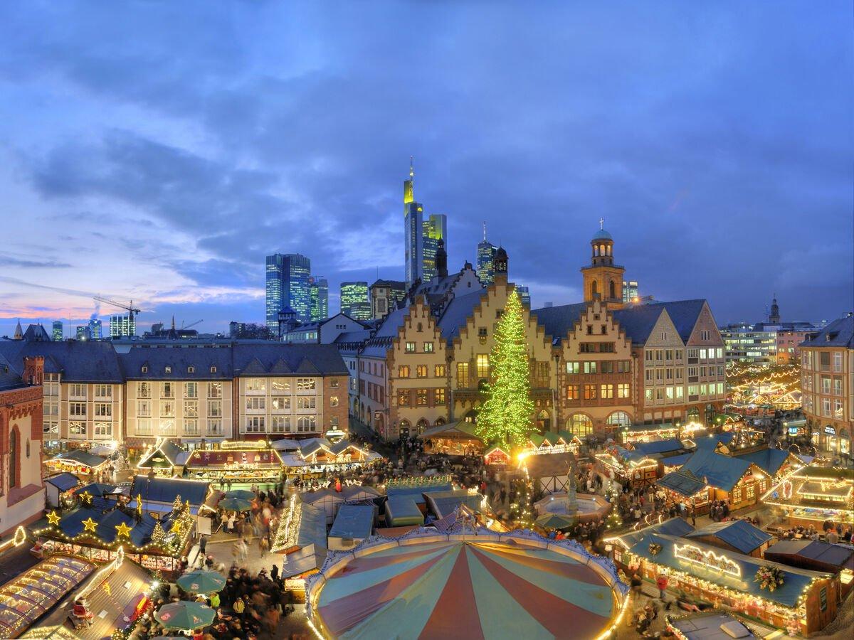 View of the Frankfurt Christmas Market, Römer and Skyline