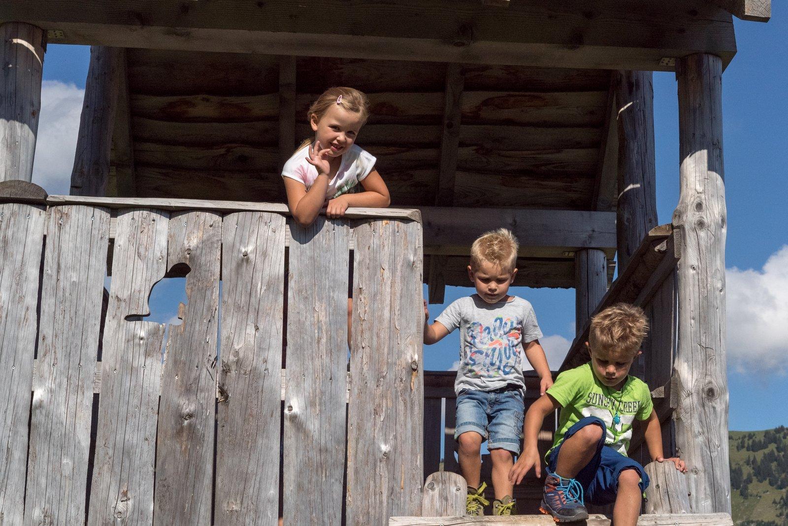 Kinder auf dem Munggeweg in Amden