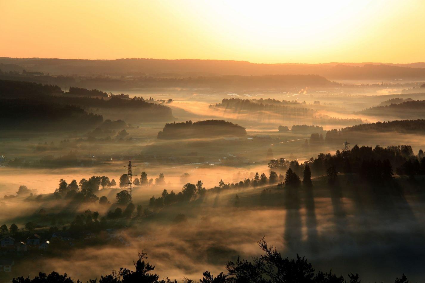 Sonnenaufgang auf dem Sternberg mit Blick in Richtung Steingebronn