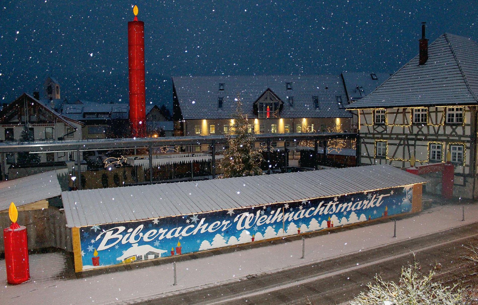 Romantischer Weihnachtsmarkt im Kerzendorf Biberach / Urheber: