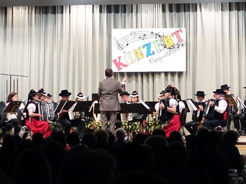 Orchester der Akkordeon-Trachtengruppe