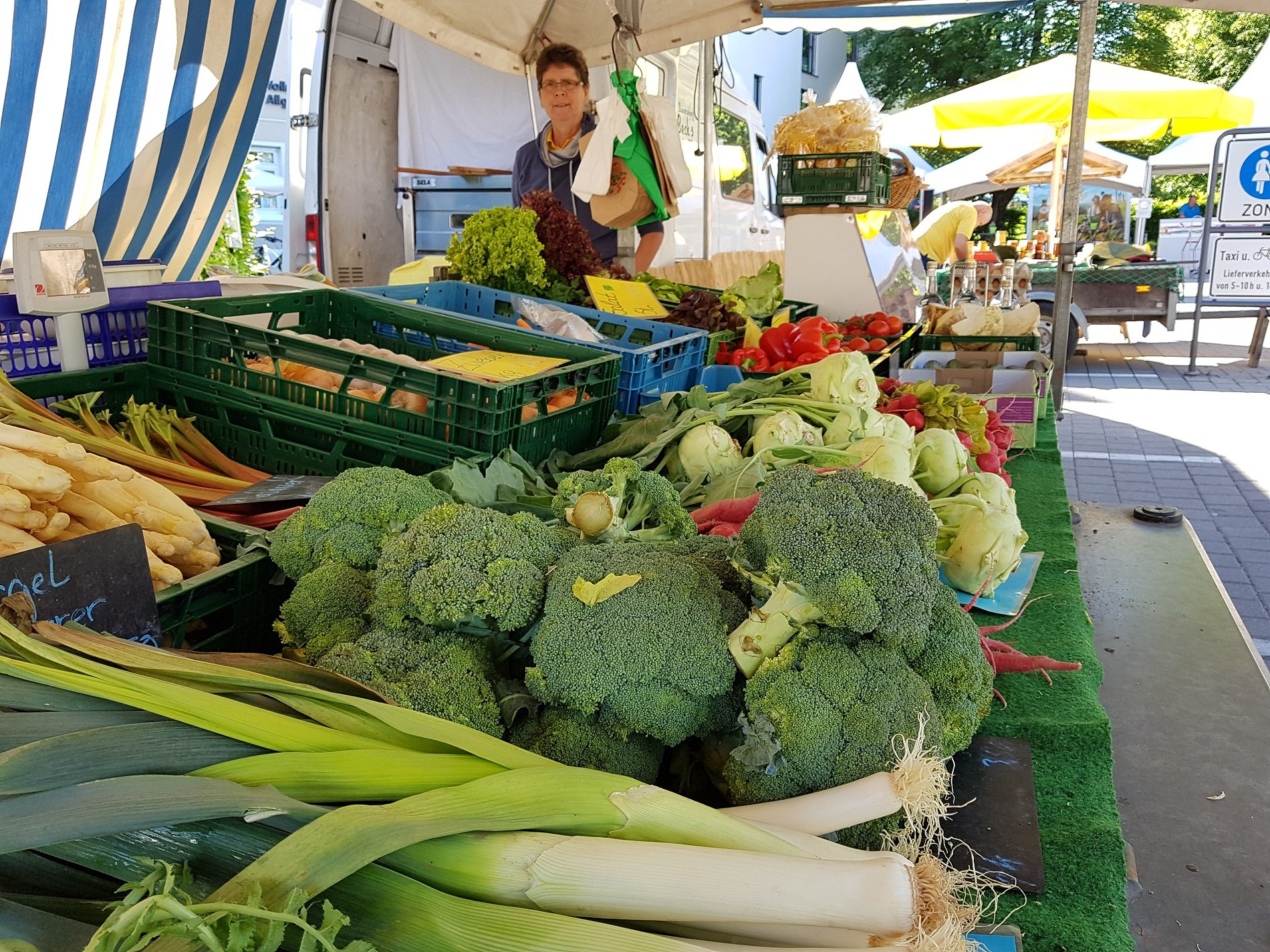 Vielfältiges Angebot an Obst und Gemüse