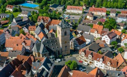 Blick auf Neukirchen mit der Nikolaikirche