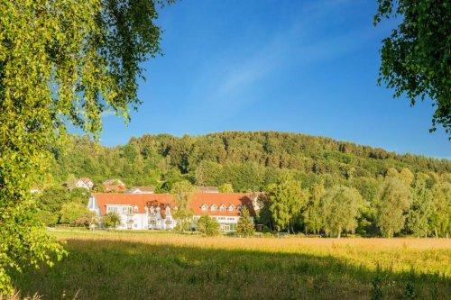 Blick auf das idyllisch gelegene Landhotel Alte Mühle