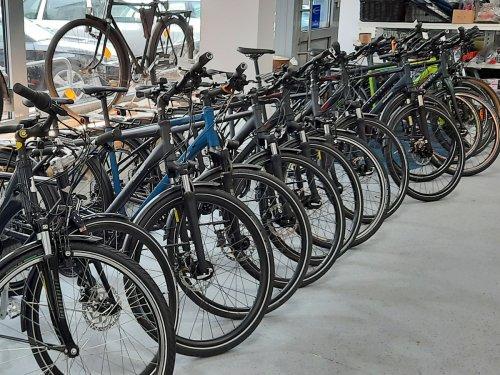 Fahrräder im Geschäft