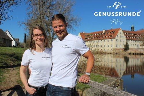 Bettina und Max Mutschler vor Kloster Wald