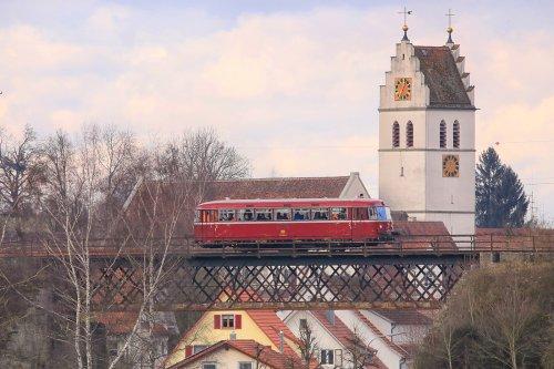 Viadukt mit Ortsansicht