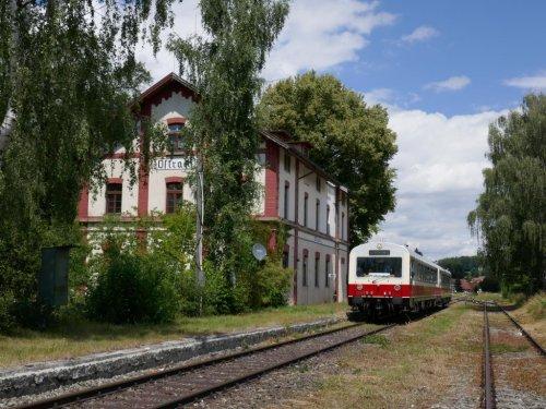 Ostracher Bahnhof mit Räuberbahn