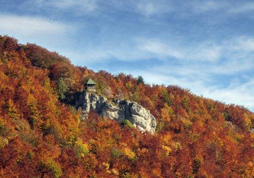 Eschlesfels mit Schleicherhütte, Traufgang Schlossfelsenpfad