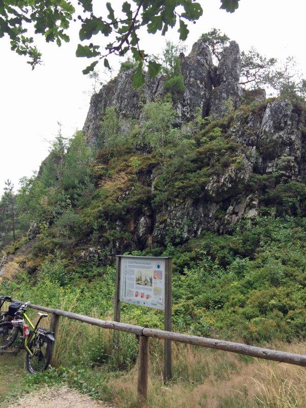 Der Große Pfahl bei Viechtach liegt in einem Naturschutzgebiet und ist als Bayerns Geotop Nr. 1 ausgezeichnet