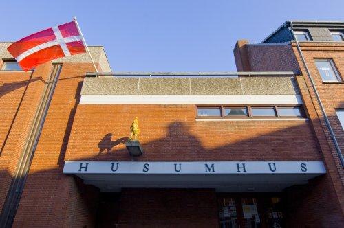 Husumhus, Außenansicht