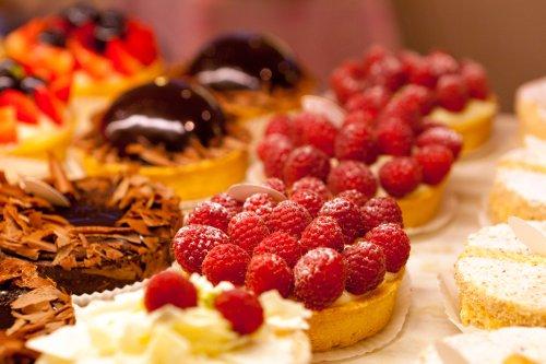 Feingebäck mit Früchten, Cremefüllung, Schokolade und vielem mehr