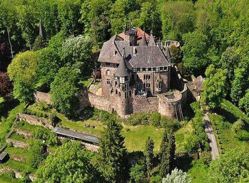 Blick aus der Vogelperspektive auf Schloss Berlepsch bei Witzenhausen im Geo-Naturpark Frau-Holle-Land