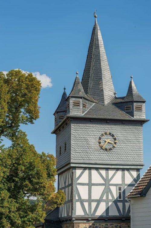 Wehrturm der Kirche in Niedenstein Ermetheis