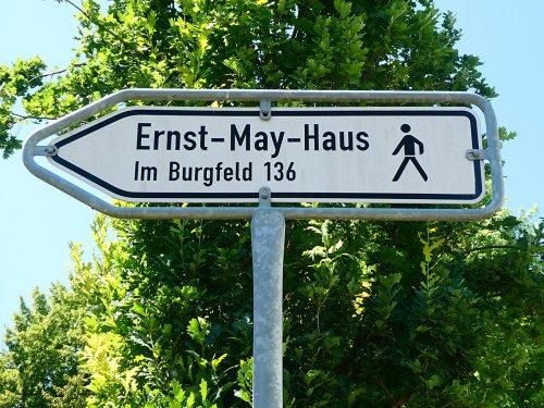 Wegweiser zum Ernst-May-Haus