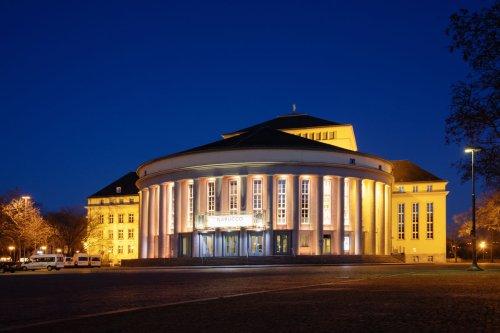 Saarländisches Staatstheater bei Nacht