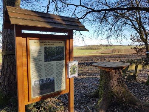 Natur und Kulturlandschaftslehrpfad Merzhausen Rastplatz Wippersteine