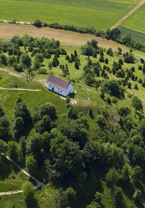 Der Kornbühl mit seiner Kapelle von oben fotografiert