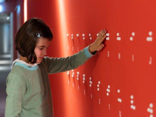 Mädchen im Dialogmuseum