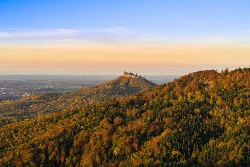 Mal ein anderer Blick auf die Burg Hohenzollern - Traufgang Wiesenrunde