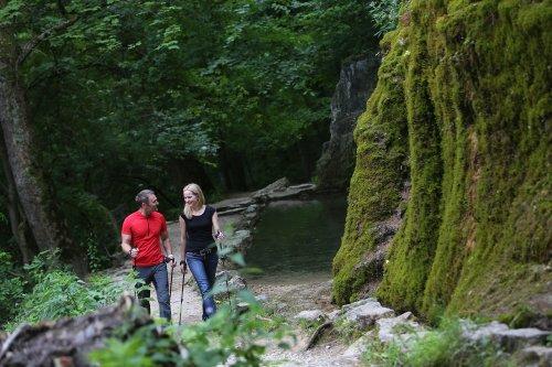 Nordic Walking entlang des Wasserfalls