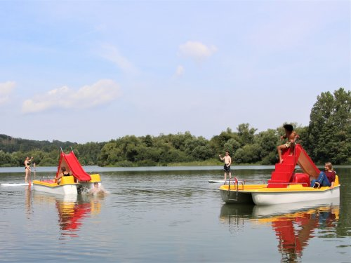 Treteboote mit Rutsche auf demn Breitenbacher Seen