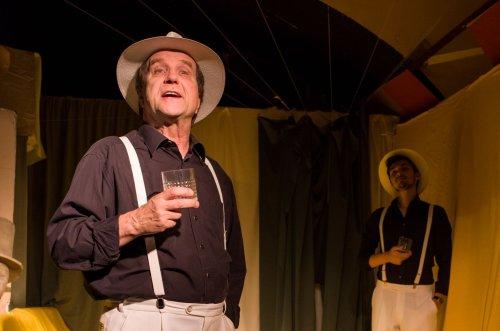 Eberhard Busch während eines Stückes