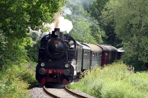 Unter Dampf auf den Schienen zwischen Kassel und Naumburg