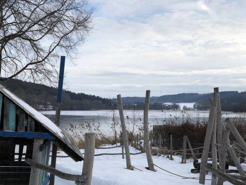 Spielplatz im Seefreibad im Winter