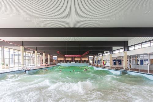 Meerwasser-Hallenwellenbad in Hooksiel