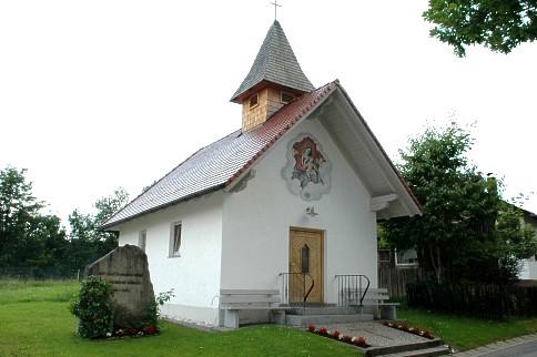 Blick auf die Dorfkapelle in Kasberg in der Gemeinde Rinchnach