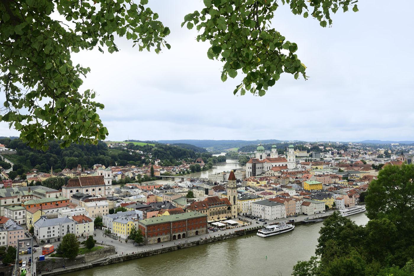 Die Anlegestellen für Ausflugsschiffe liegen in Passau an der Fritz-Schäffer-Promenade