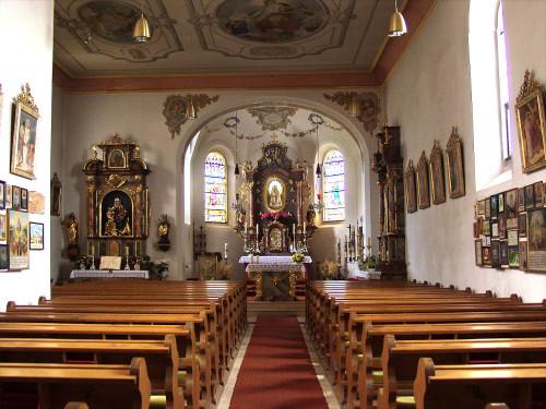 Innenraum der Wallfahrtskirche ST. URSULA auf dem Pilgramsberg im Vorderen Bayerischen Wald