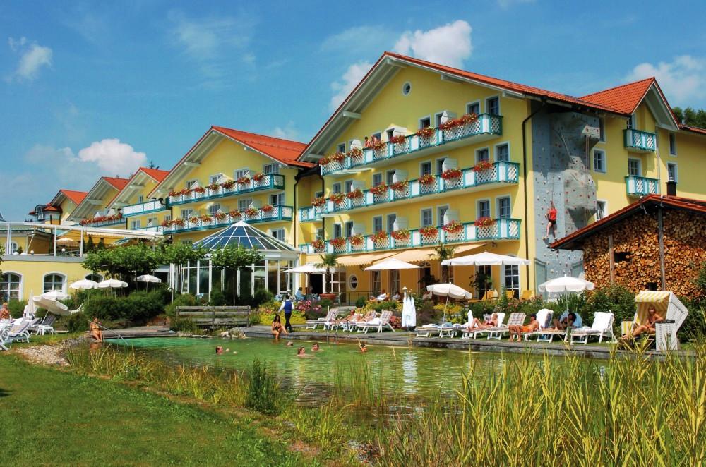 Blick auf das Hotel Angerhof in St. Englmar im Bayerischen Wald