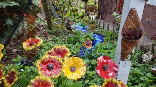 Blumen im Naturgarten des KEramik Paradies Jutta Wegener