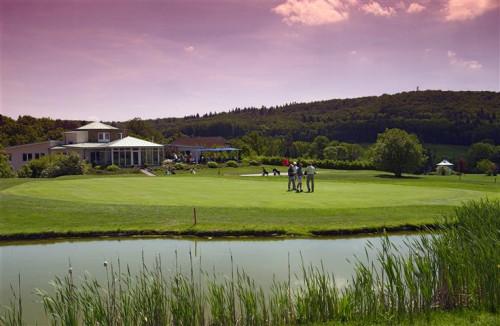 Golf Green mit See