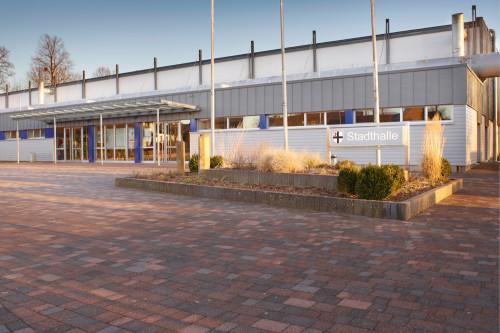 Die Stadthalle von außen