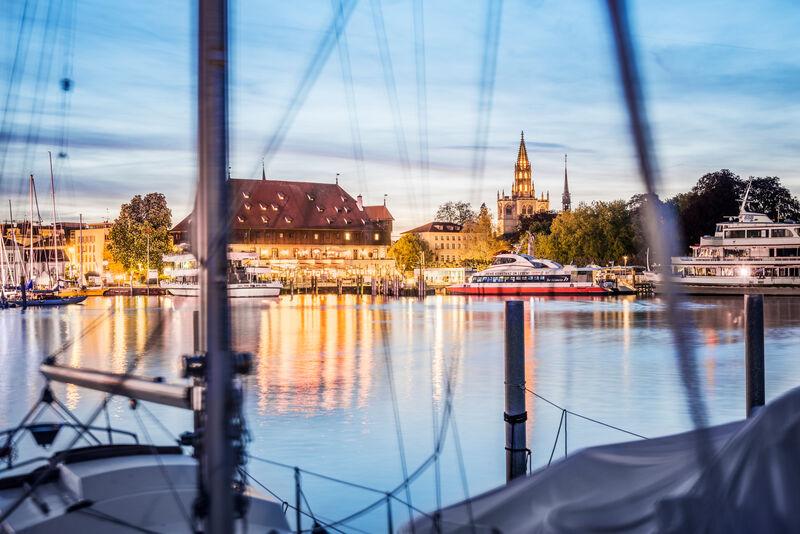 Konstanz Silhouette mit Katamaran Constanze