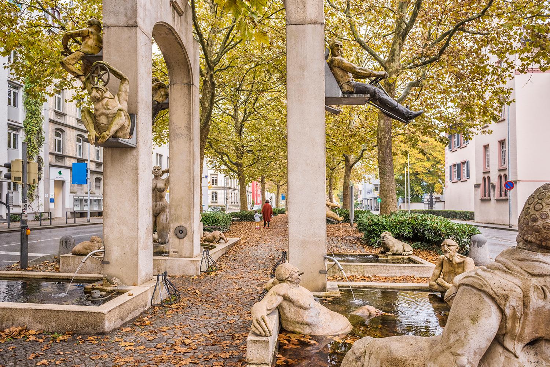Lenk-Brunnen von Künstler Peter Lenk