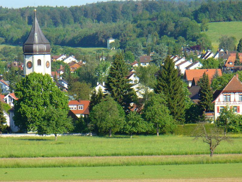 Blick auf Markelfingen und die St. Laurentius-Kirche