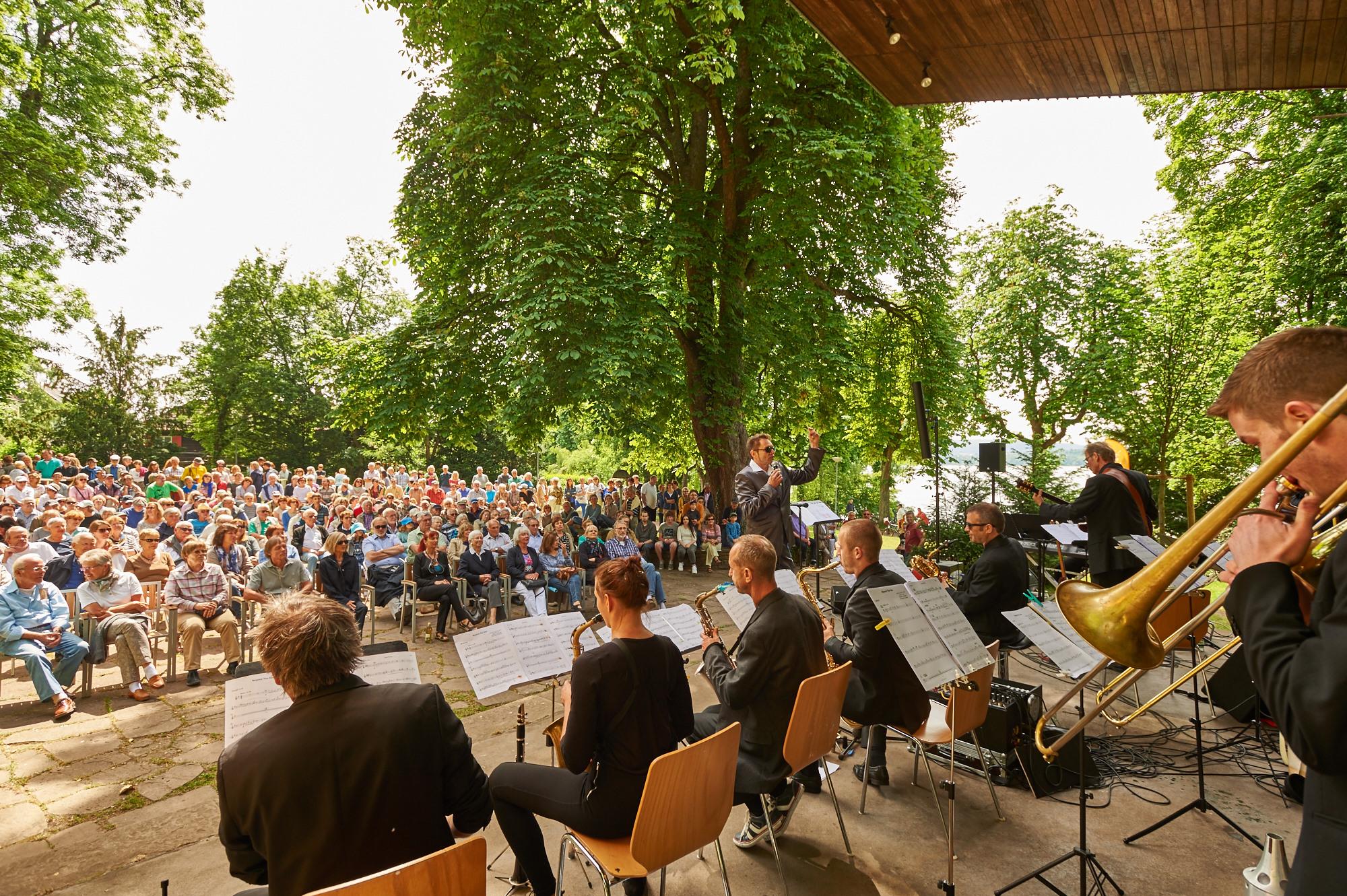 Musikveranstaltung an der Konzertmuschel in Radolfzell am Bodensee
