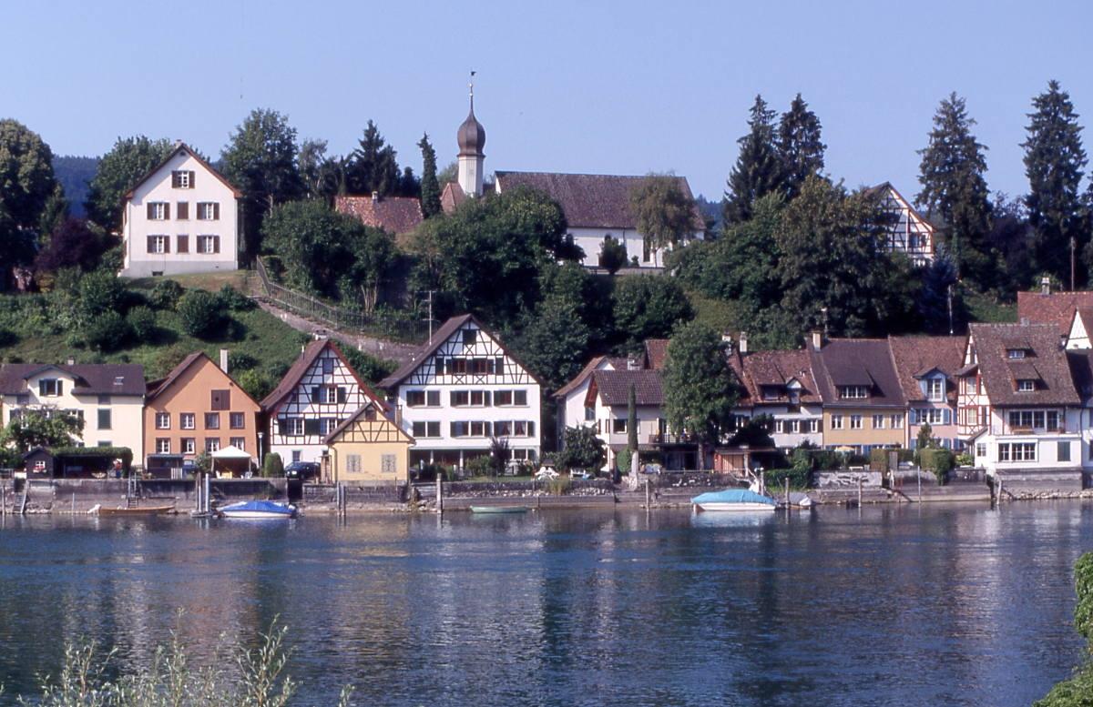 Kirche_Burg_Rhein_RomanSigg