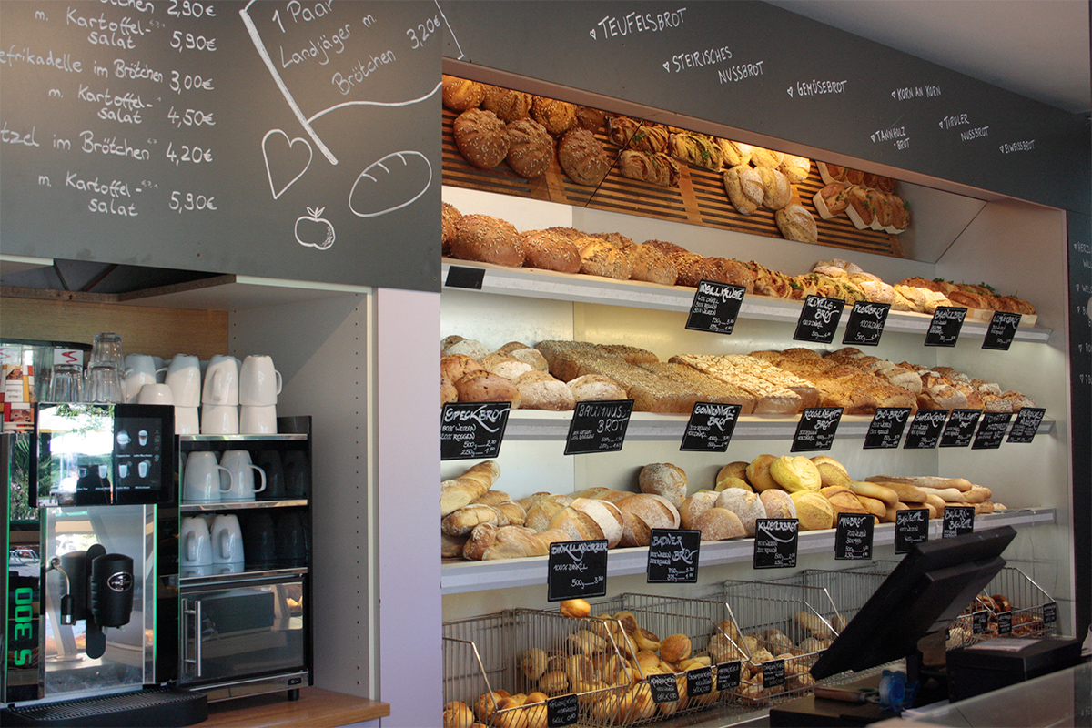 Brot-Theke und Kaffeezubereitung