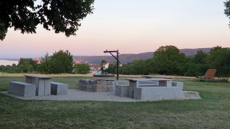 Grillplatz am Wasserturm Horn in der Abendsonne