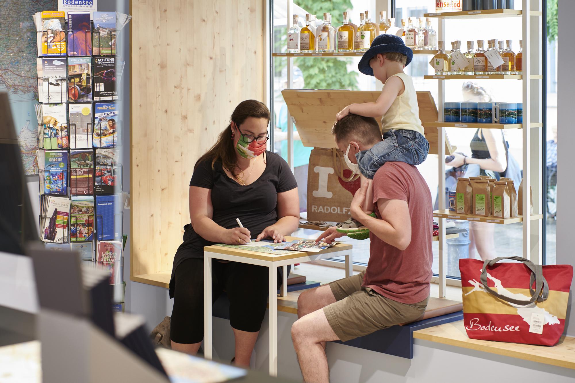 Urlaubsplanung direkt in der Tourist-Information Radolfzell