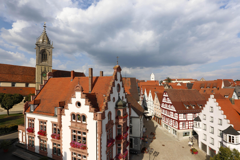 Blick auf das Rathaus und den Marktplatz