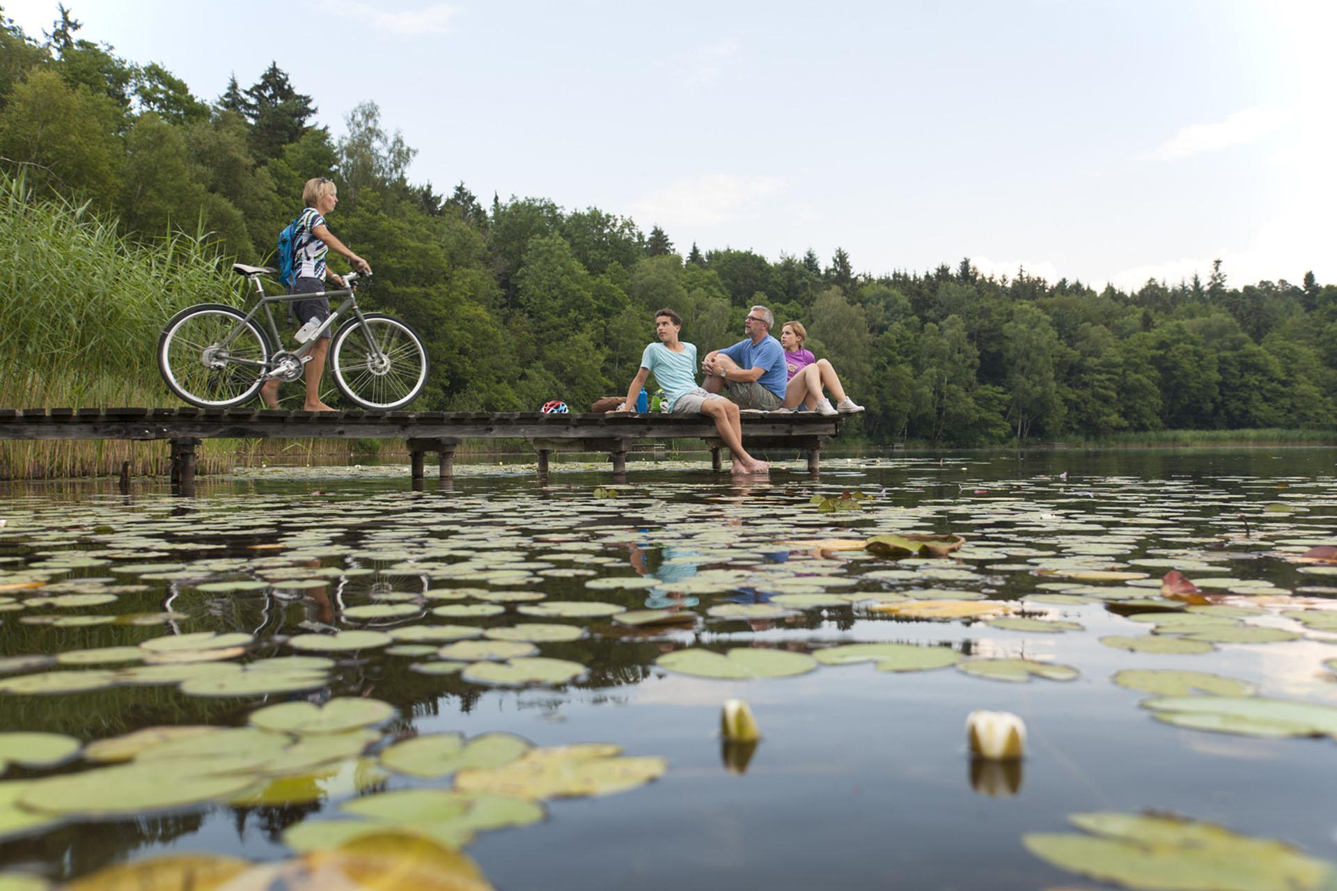 Radpause an einem der zahlreichen Seen